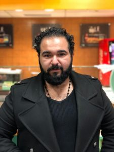 عبدالله الحسيني : الأحجار الطبيعية بينها تناغم في الأغراض التجميلية